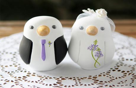 Порой приходится задумываться, что подарить к годовщине свадьбы. Подарки в Минске для начинающих мужа и жены могут быть практически любыми. Хороший кофе и вкусный чай как подарок обязательно понравятся молодой семье.