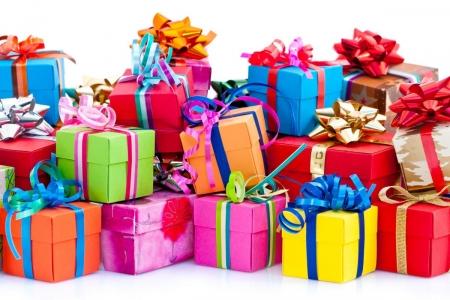 Оригинальные подарки сейчас повсюду. В Минске оригинальные подарки продают интернет-магазины и маленькие точки в торговых центрах.